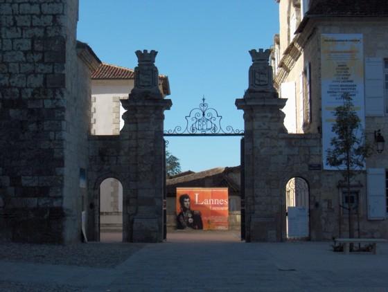 L'entrée de la mairie de Lectoure