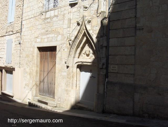 Porte rue Montebello